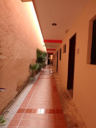Hotel Ojo De Agua: outside corridor