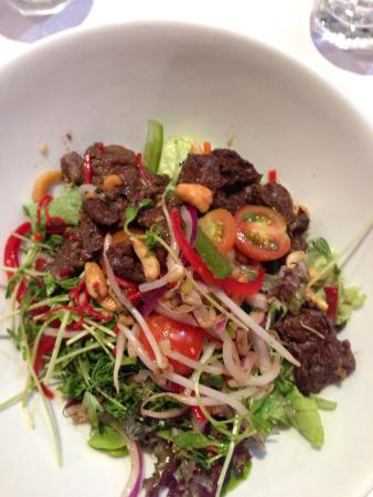 The White Star Albany : Thai beef salad.