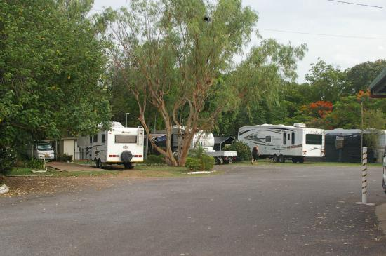 Mount Isa Caravan Park: Room for Big vans