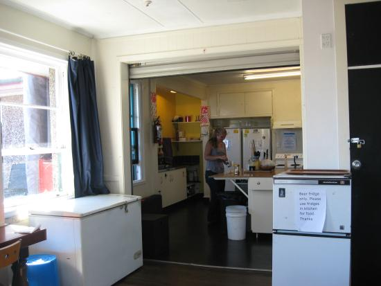 Finns Global Backpackers: Large Fully stocked Kitchen