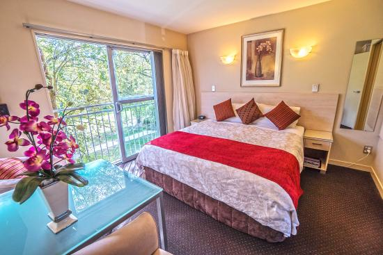 162 Kings of Riccarton Motel: Luxury studio upstairs