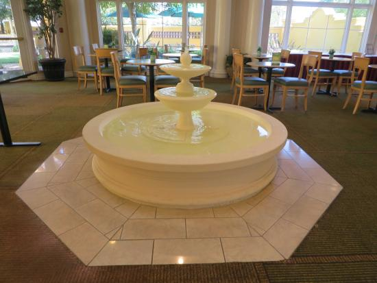 La Quinta Inn & Suites Ontario Airport: Fountain