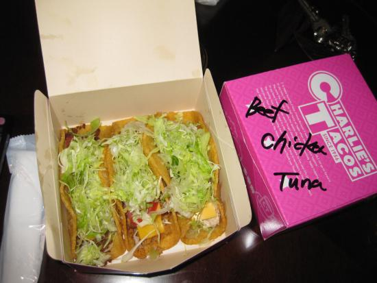 Charlie's Tacos: TAKEOUTしたタコス