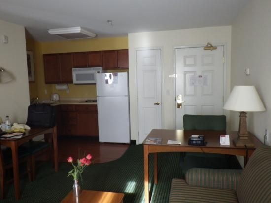 Residence Inn Las Vegas South: リビング1