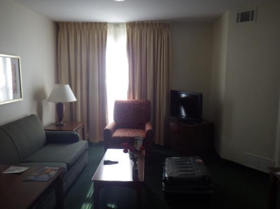 Residence Inn Las Vegas South: リビング2