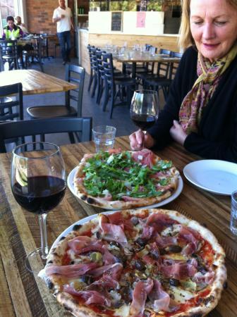 Bastoni Pizzeria