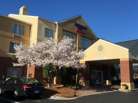 Fairfield Inn Charlotte Northlake : Hotel property seems well kept.