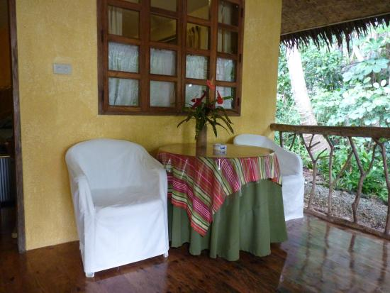 Coco Grove Beach Resort : terraza habitación