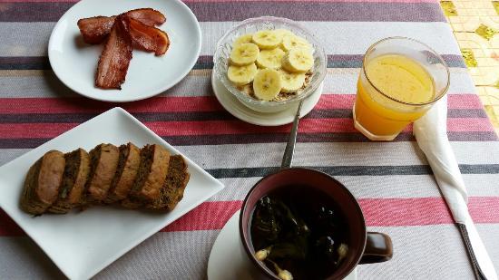 Bamboo House Resort: Great breakfast. Amazing homemade banana bread