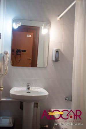 Hostal Alogar: baño