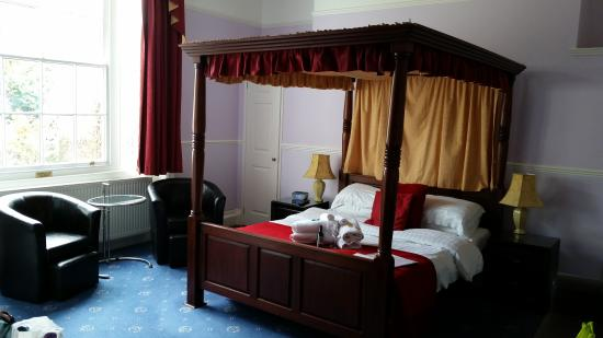 Kempfield House: 'Regency' room
