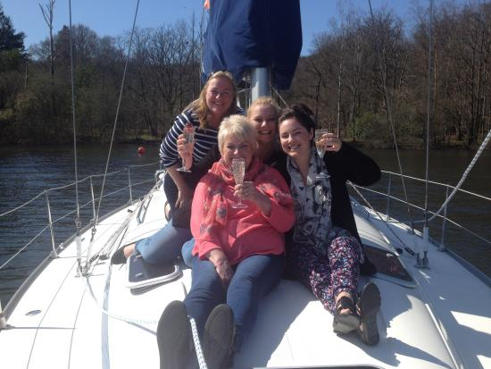 Bowness-on-Windermere, UK: Me, Mum and Beth with Veronica!