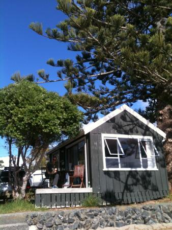 Sandspit Holiday Park: Lovely beachfront cabin