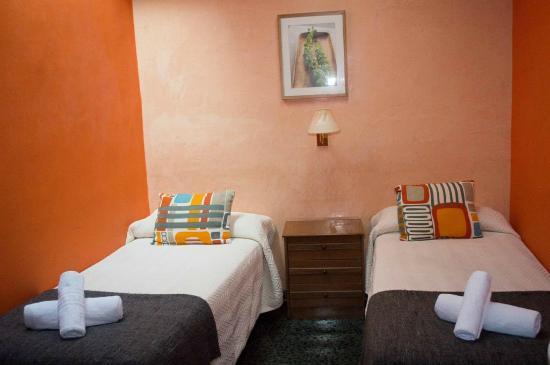 Hostal Alogar: Habitación doble (2 camas) baño compartido