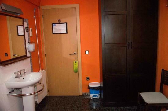 Hostal Alogar: Habitación doble baño compartido