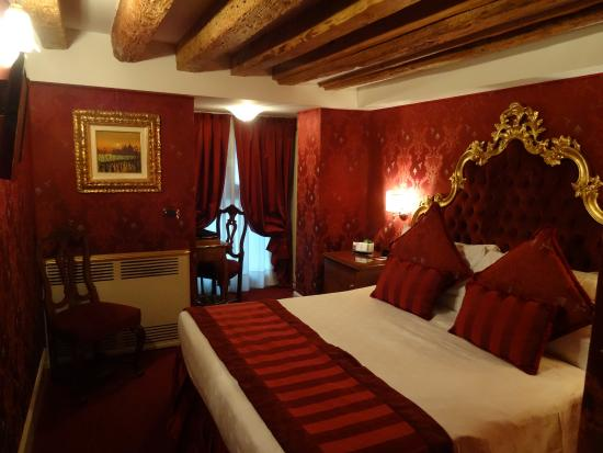 belle chambre tr s romantique photo de palazzo paruta venise tripadvisor. Black Bedroom Furniture Sets. Home Design Ideas