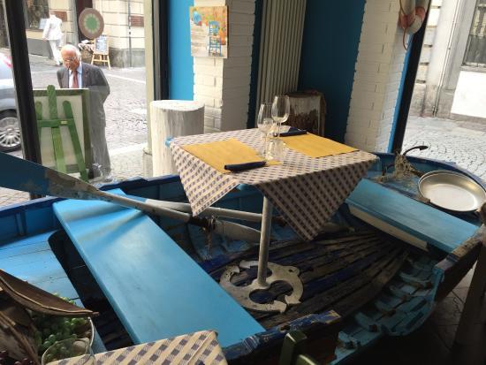 Tavolo Interno In Barca Foto Di Osteria Il Porto