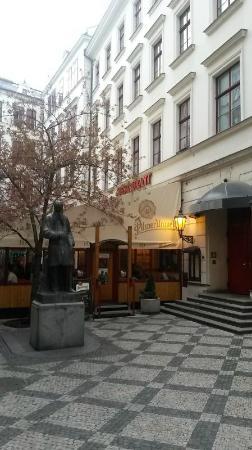 Prvni Novomestsky Restauracni: 外観