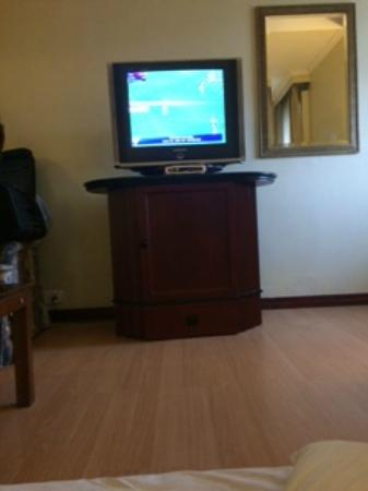 The Manohar: So called 32 inch LCD