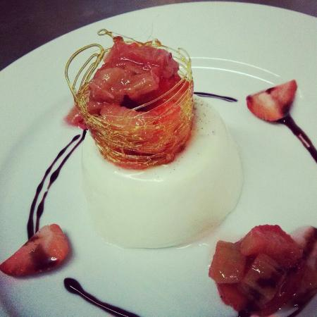 Filbeys Bistro: Panna Cotta with Rhubarb & Strawberries