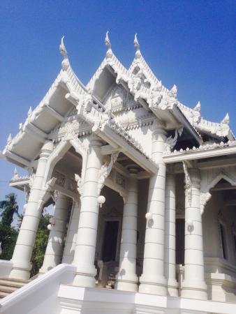 Pak Nam, Tailandia: Wat Kaeo Korawaram