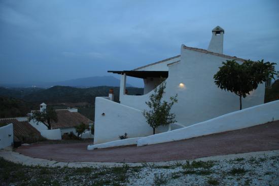 Guaro, Spanje: Zijaanzicht vakantiehuizen