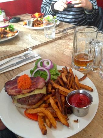 burger at Grazin'
