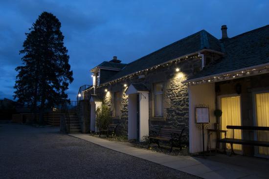 Columba House Hotel: twilight at Columba House