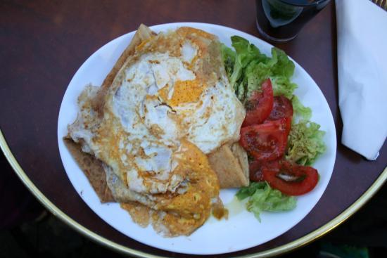Ulysse en Gaule: Egg, cheese and ham crepe