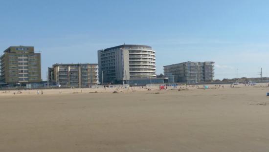 De Kinkhoorn : Vue de la plage sur l'hôtel