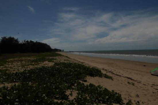 Yorkeys Knob Beach: Looking North