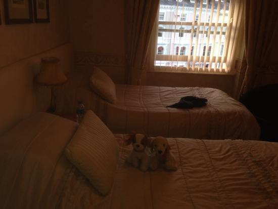 The Clovelly: Twin room No. 10 top floor