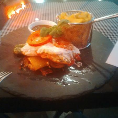 Petit Moulin Rouge: Chicken Breast with Goats Cheese