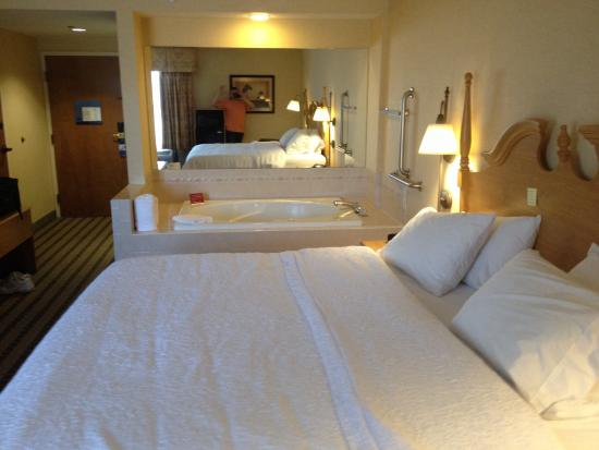Holiday Inn Express Olean: King whirlpool suite