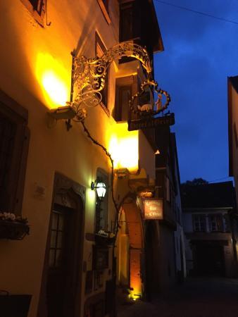 Hotel l'Oriel : Hotel at nighttime