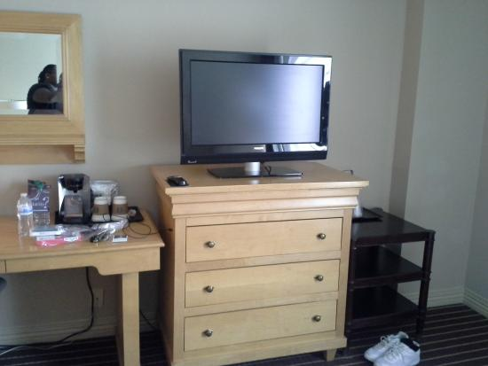 Crowne Plaza Annapolis: nice size tv