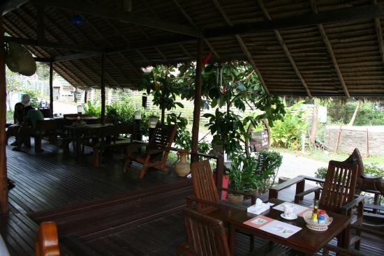 Banphu Resort: Restaurant in hotel