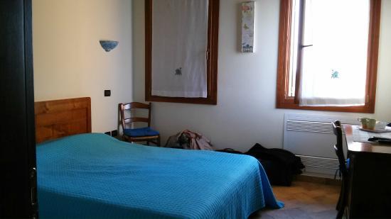 Agriturismo Sant'Andrea a Maser: la camera giocata tutta sul colore blu assai riposante