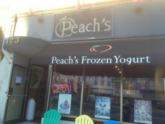 Peach's Frozen Yogurt: Peach's - storefront