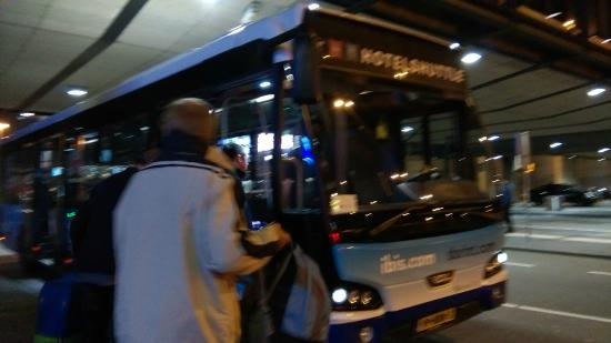 Ibis Budget Amsterdam Airport: Hotel Shuttle bus