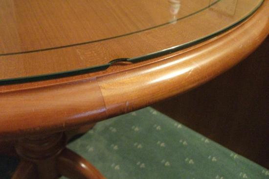 Amalienhof: Beschädigte Glasplatte vom Tisch