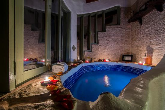"Santa Barbara, คอสตาริกา: Bathtub in the ""EL GUARUMO"" Junior Suite"