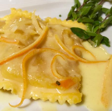 Il Povero Pesce: Ravioli pasta fresca al ripieno di cernia con sughetto all'arancia ... Una meraviglia !