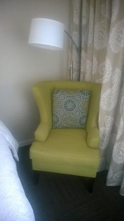 Hampton Inn Tampa / Rocky Point - Airport: Chair and lamp