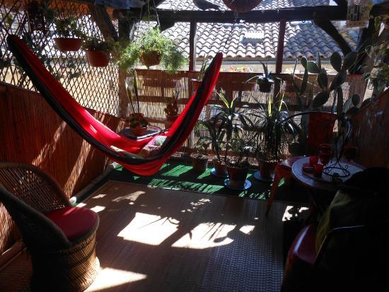 Le Colombier de Cyrano et Roxane: le hamac de la terrasse