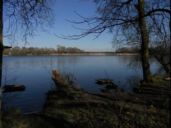 Carr Mill Dam: Natural beauty,