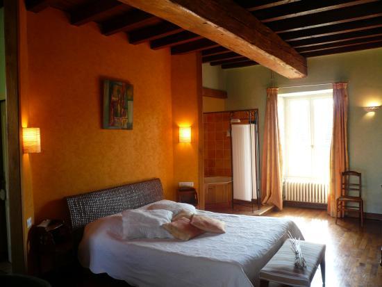 Chambre Jaune - Picture of Domaine de Moulin Madame, Givry - TripAdvisor