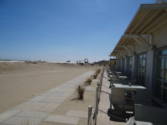 Terme Beach Resort: Spiaggia fuori dalla camera