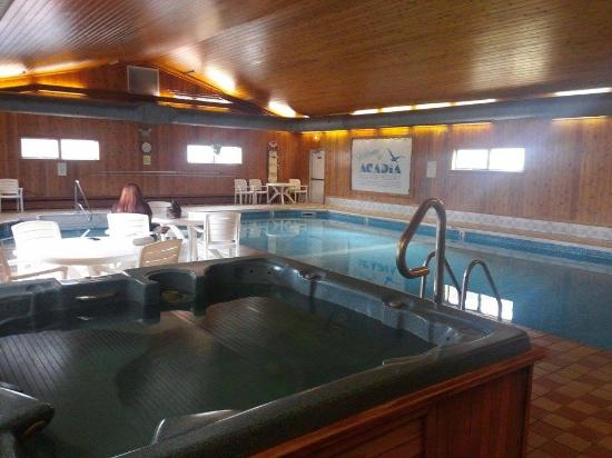Acadia Village Resort : Indoor Pool & Jacuzzi