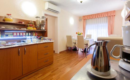 Royal Suites : Breakfast room 1